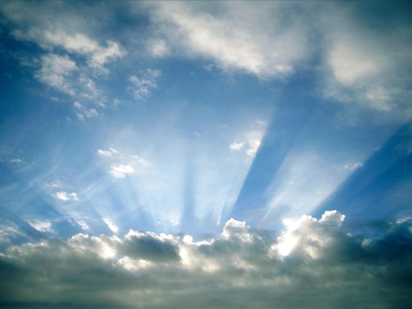 Небо обои фото солнечные лучи из под