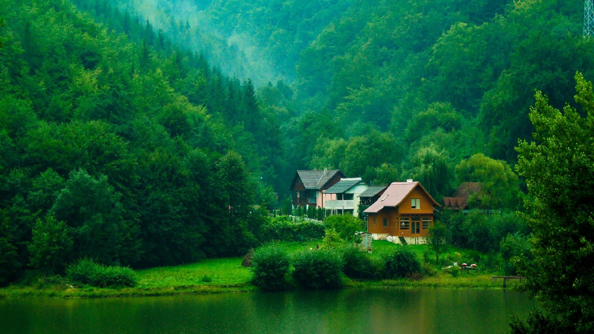 Природа домик в горах у озера