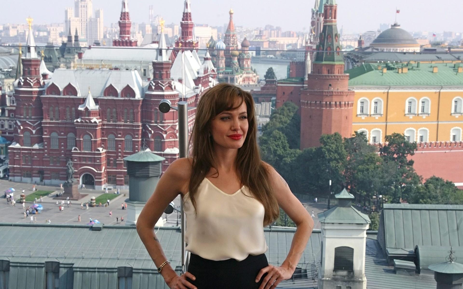 Анджелина Джоли в Москве обои, фото Angelina jolie картинки.