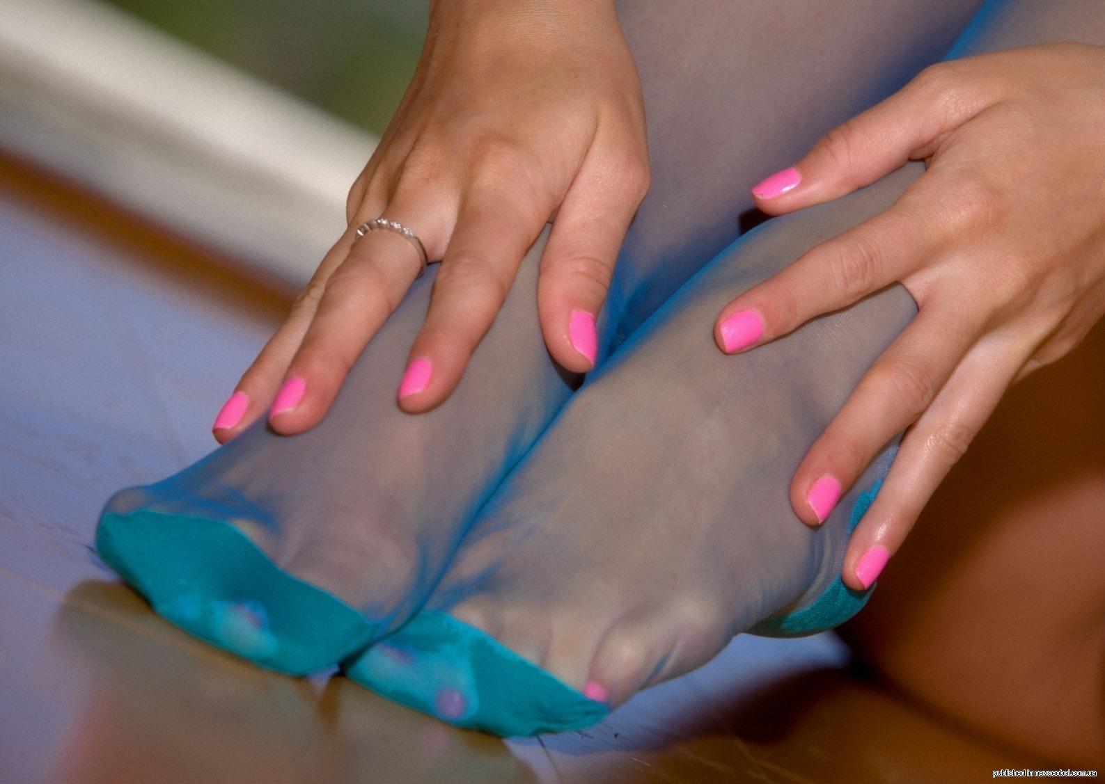 Фото пальчиков и ступней ног в чулках 23 фотография