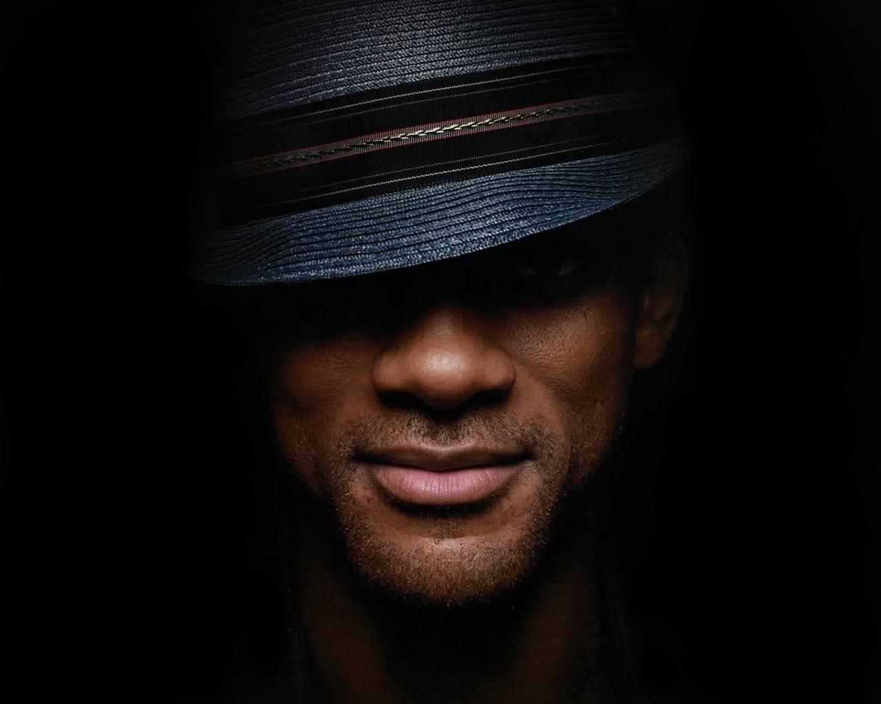 парень в шляпе фото